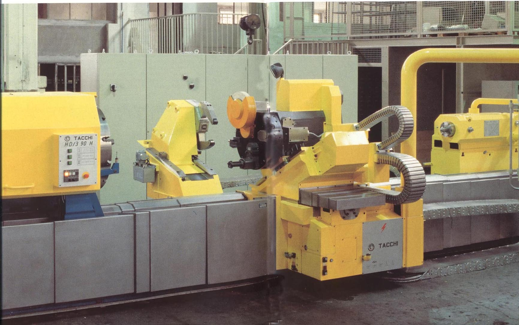 Roll turning lathes for the paper industry
